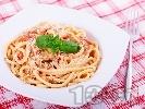 Рецепта Вкусни спагети (паста) с маслинено песто, рулца от раци, домати и сирене пармезан